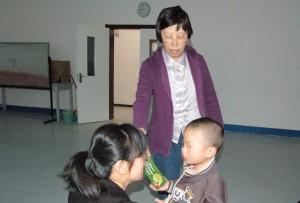 贾美香与父母谈孤独症儿童的家庭康复训练
